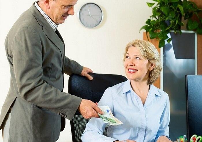 Получение денег в офисе компании «Кредитка»