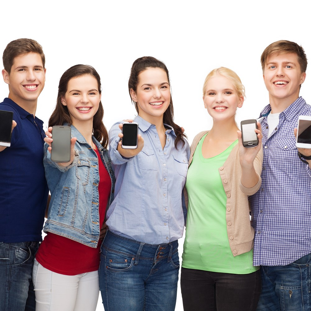 Наличие мобильного телефона - одно из главных требований МФО ГлавФинанс