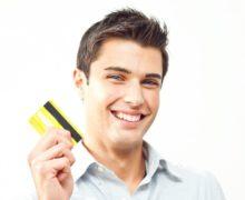 Мужчина с кредиткой